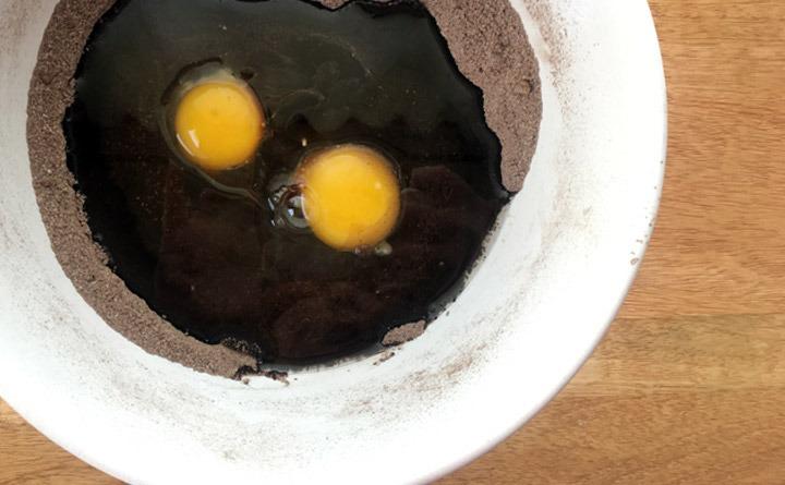 Caramel macchiato brownies wet ingredients, eggs, oil and vanilla.