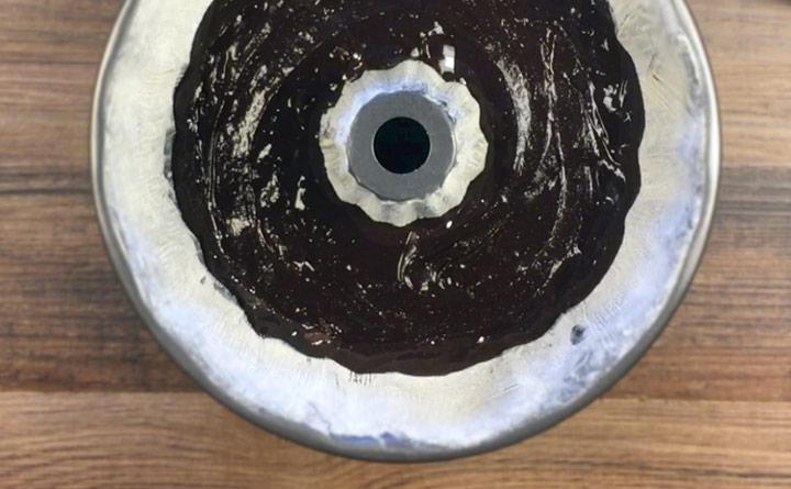 How to bake brownies in a bundt pan.